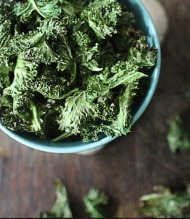 Jerk kale chips featured