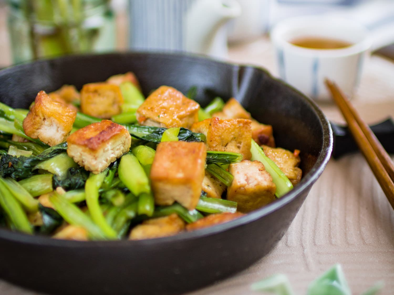 Choy sum stir-fry tofu in garlic sauce