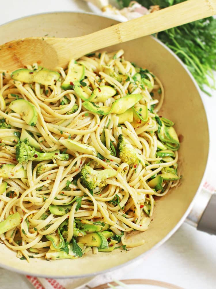 Garlic linguine with courgette and broccoli – K33 Kitchen