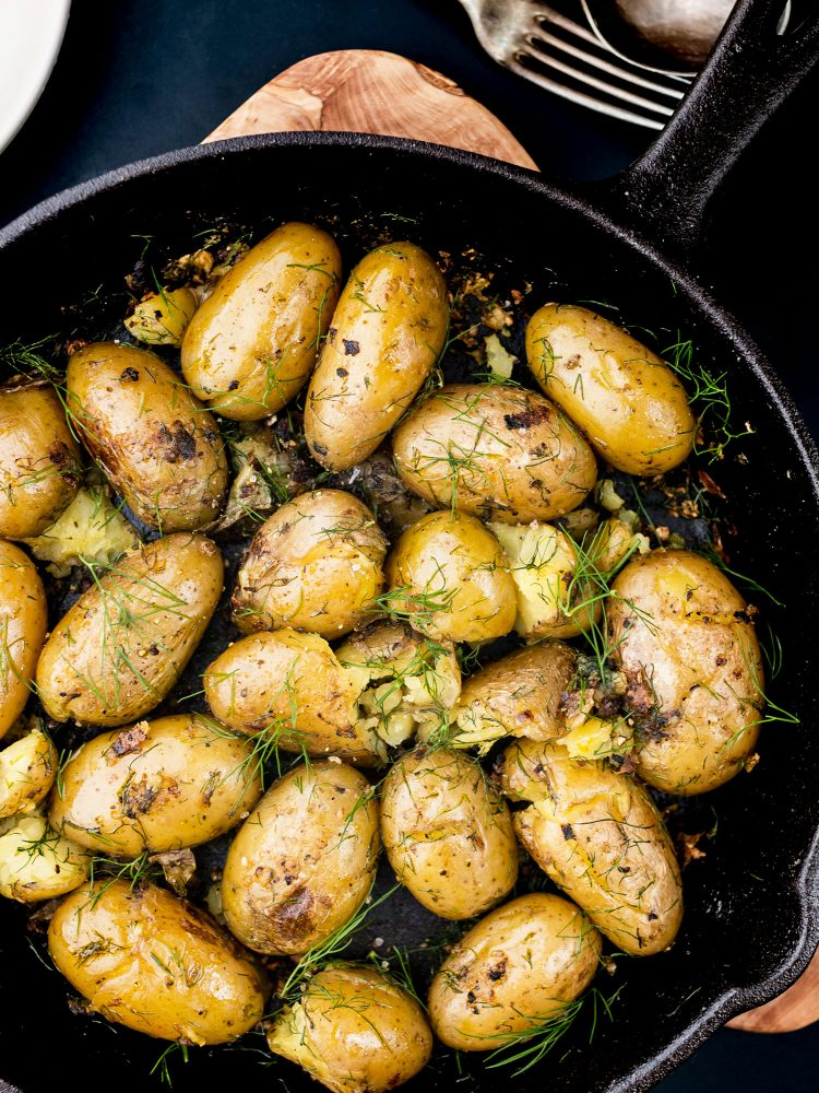 New potatoes with garlic and dill