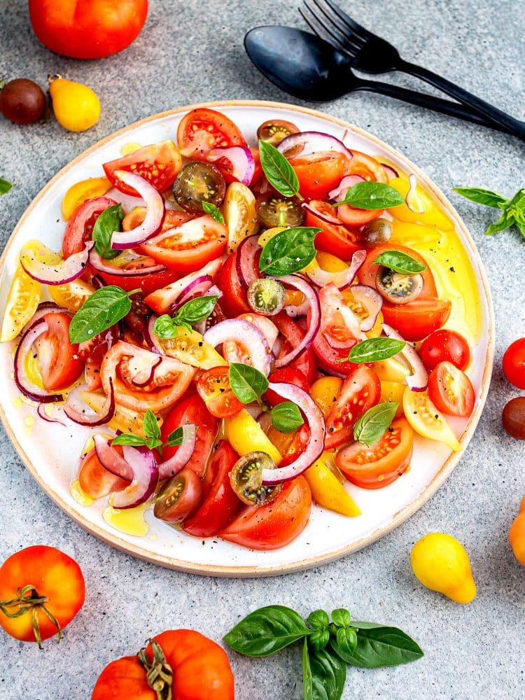 K33kitchen tomato rainbow salad
