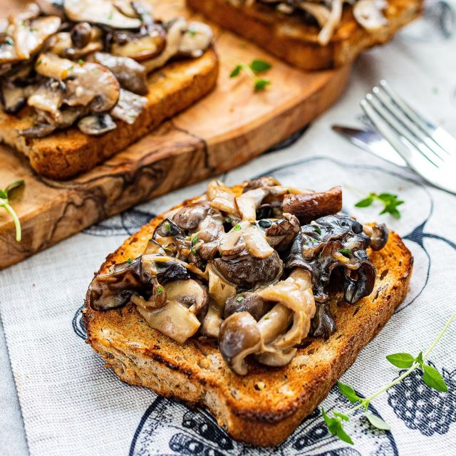 Super creamy coconut wild mushroom toast recipe. It's perfect for brunch or breakfast. It's even amazing as a lunch or supper! . Creamy coconut wild mushroom toast, you can also check out the full recipe on my website bit.ly/MusToast, serves 2, total time 15 mins. . Vegan | No refined sugar | Soy-free | Tree-nut-free | Peanut-free . . . . . . . #toastrecipe #vegantoast #mushrooms #mushroomrecipes #mushroomtoast #breakfast #veganbreakfast #vegetarian #vegansidedish #sidedish #thrivemags #feedfeedvegan #feedfeed #f52grams #foodgawker #vegetarian #vegan #veganfoodshare #veganfood #veganrecipes #veganfoodie #veganfoodlovers #govegan #whatveganseat #veganinspiration #plantbased #plantbasedrecipes #instafood #instavegan #k33_kitchen